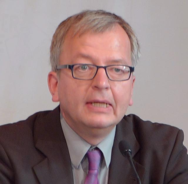 Hans Zippert Erhält Am 9. September 2016 Den Diesjährigen Nieheimer Schuhu